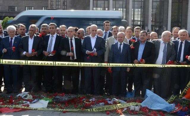 TÜRK-İŞ Başkanlar Kurulu Ankara Garı Önüne Karanfil Bıraktı