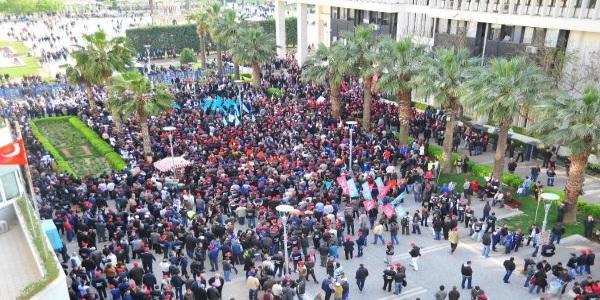 İzmir'de 'Taşeron Sistemine Hayır' Yürüyüşü